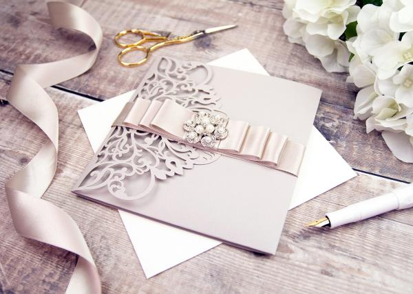 Champagne Wedding Themes and Colour Pairings